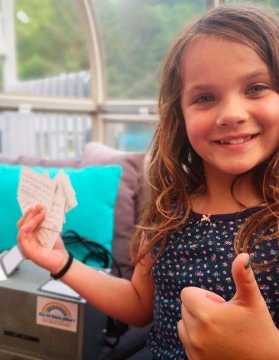 Èvelie participe au tirage d'un iPad grâce à sa victoire sur son énurésie