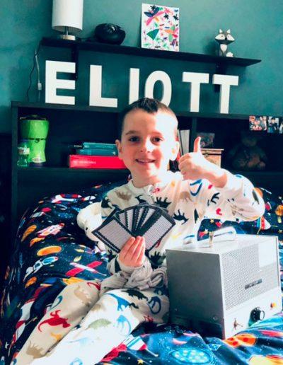 Eliott a vaincu son énurésie et est maintenant un fier ambassadeur Urino-Arrêt